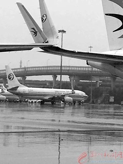 上海虹桥机场 发生飞机机翼擦碰事故