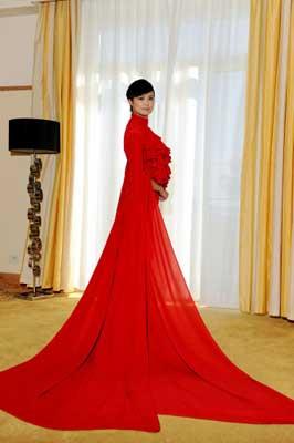 李宇春红色晚装走红毯图片